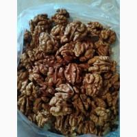 Очищенные орехи, цельный и бабочка