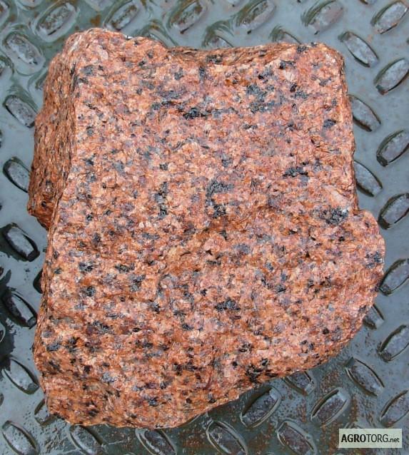 Гранитный камень