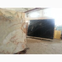 Оникс - светящийся натуральный камень в слябах и окантованных плитах
